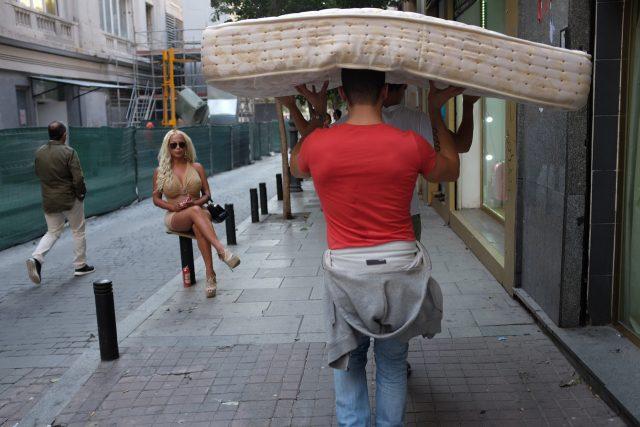 blonde mattress colchón rubia madrid miguel de pereda fotogenik street photography collective colectivo fotografía callejera