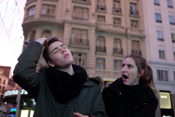 yawn combed bostezo peinar gran vía madrid miguel de pereda fotogenik street photography collective colectivo fotografía callejera