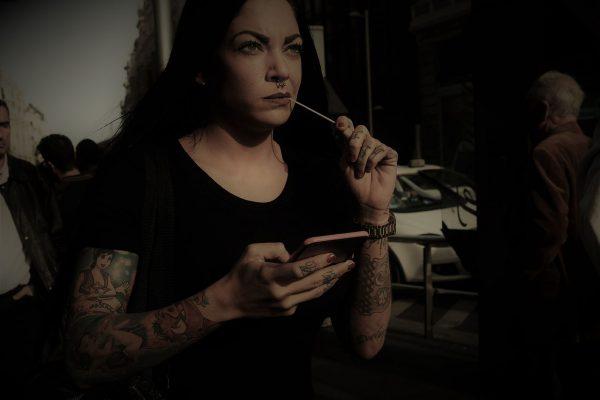 girl tattoo jon bradburn fotogenik collective street photography colectivo fotografía callejera