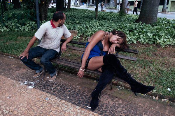 girl asleep in public bench Raphael Valverde fotogenik collective street photography