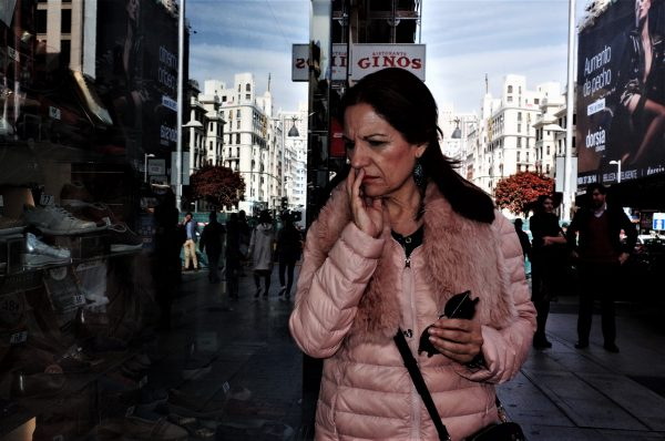 confuse woman jon bradburn fotogenik collective street photography